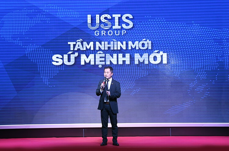 "Mr. Chris Loc Dao (Chairman of Management Board of USIS Group) introduced about USIS Group with ""New vision – New mission"""