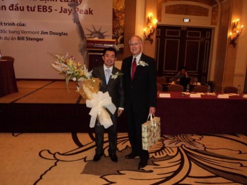 Chủ tịch Thống đốc Quốc gia Mỹ - ông Jim Douglas giới thiệu chương trình đầu tư định cư Mỹ EB-5 năm 2010 tại Park Hyatt Saigon